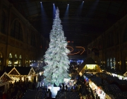 02_Swarovski_Weihnachtsbaum